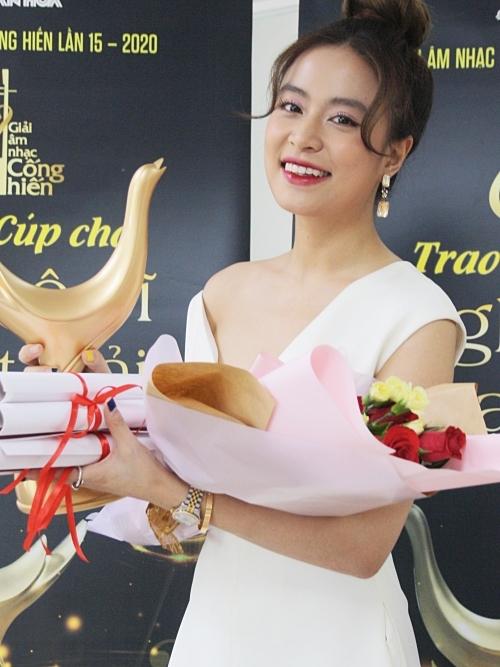 Hoàng Thùy Linh thắng bốn giải Cống hiến